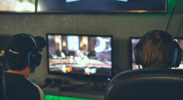 alex haney lfQyS TnqEg unsplash 750x410 - What Age is Online Gaming Appropriate For?