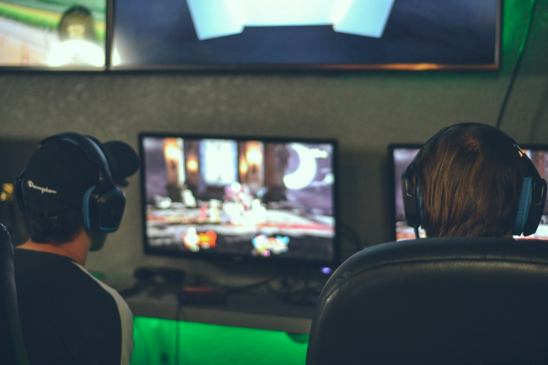 alex haney lfQyS TnqEg unsplash - What Age is Online Gaming Appropriate For?